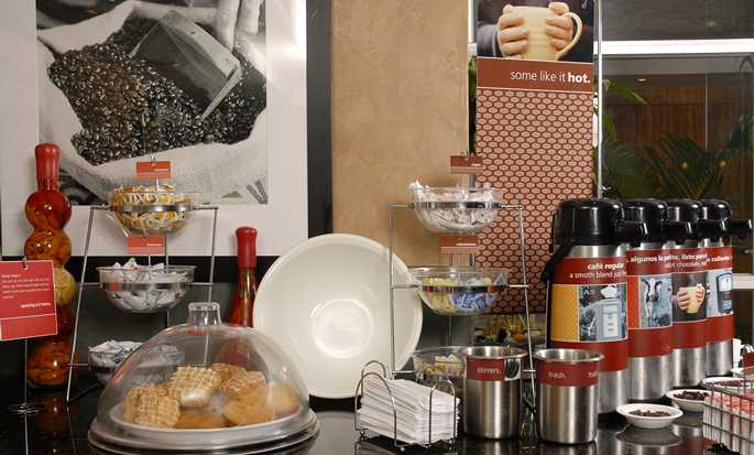 Hampton Inn by Hilton Guayaquil-Downtown hotel, Guayaquil, Ecuador - Breakfast Area